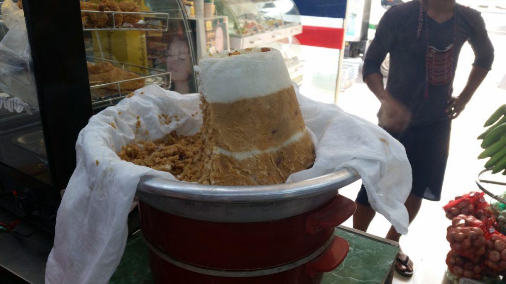 puttu piring, coconut, palm sugar, tea,