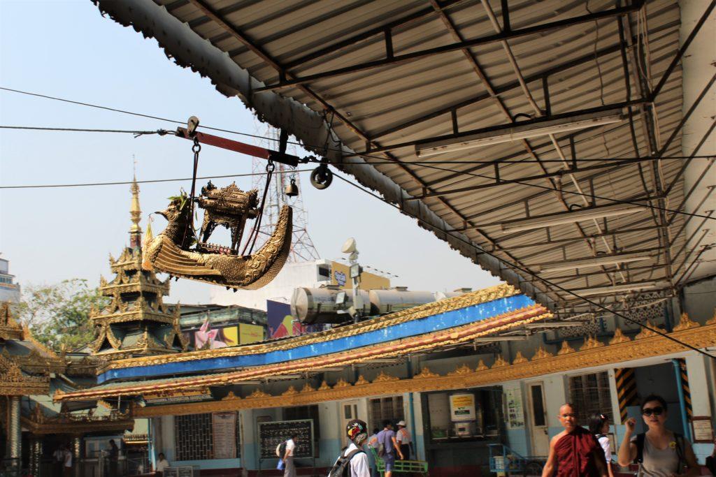Sule Temple. Yangon, Pagoda, gondola,