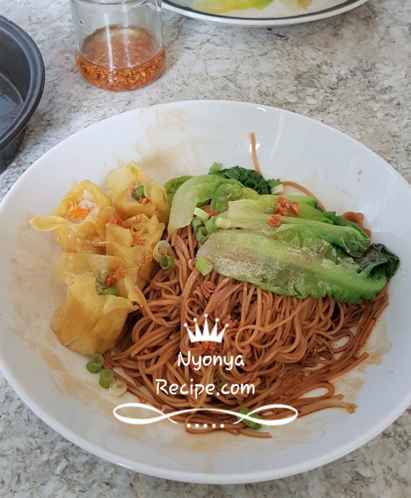 Siu mai serves with wonton noodles.